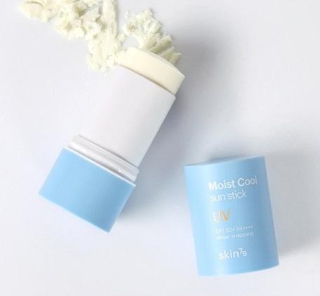 SKIN79-Water-Wrapping-Moist-Cool-Sun-Stick-SPF50-PA-Textur